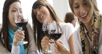 women-drinking-wine