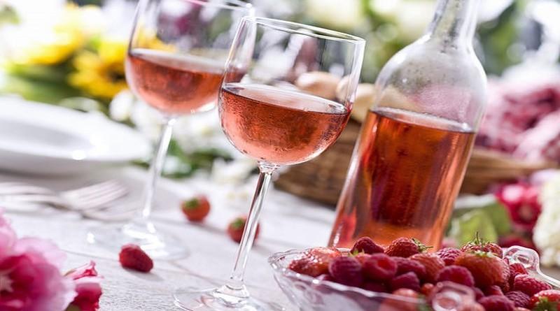 Glasses of white wine in a line