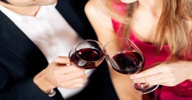 couple-clinking-wine-glasses