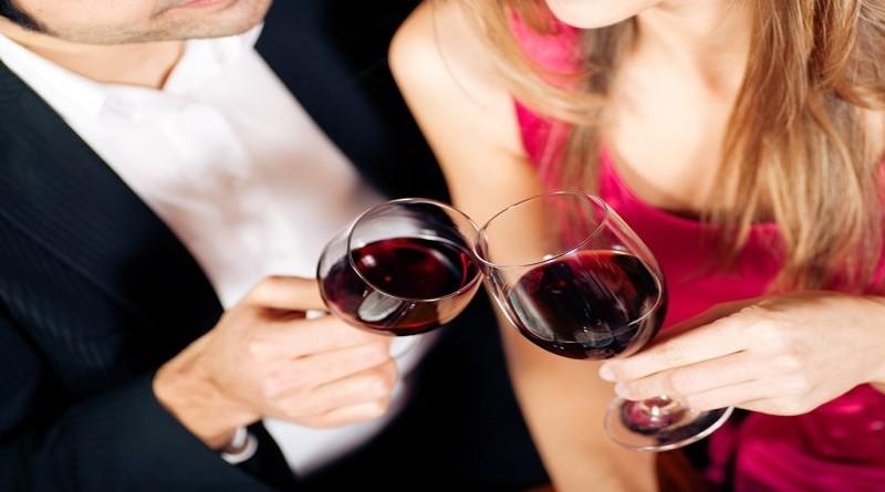 couple-clinking-wine-glasses