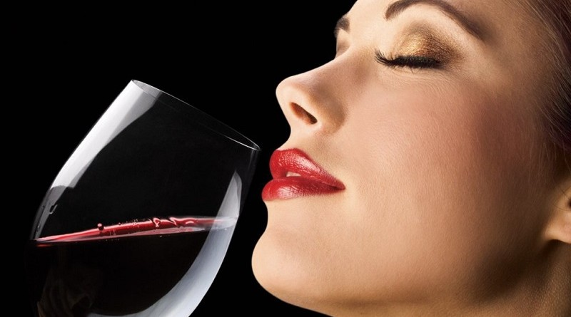 woman-drinking-red-wine2-1024x574