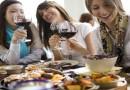 Пет трикови како најлесно да ги отстраните дамките од вино