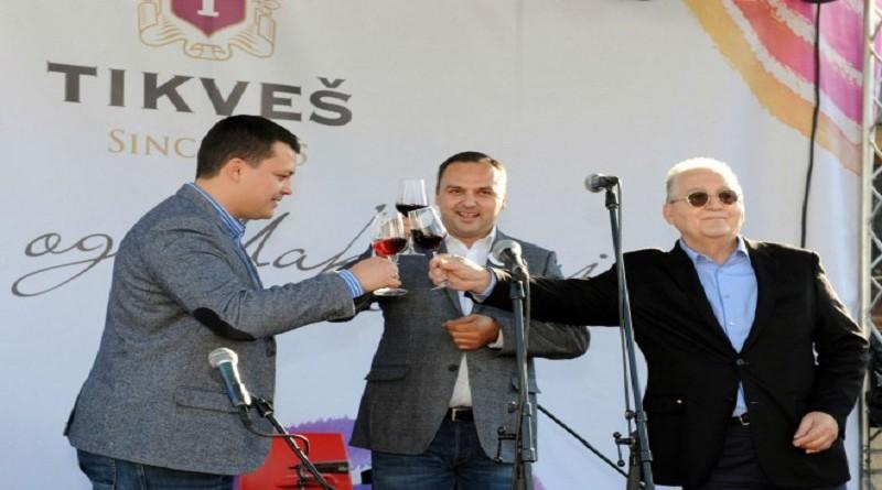 otvaranje-festivala-marko-stojakovic-enolog-igor-ilijevski-direktor-tikves-vinarije-svetozar-janevski-predsednik-upravnog-odbora-vinarije-tikves-660x445