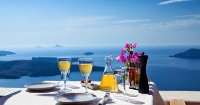 На Санторини се е уникатно, па и виното