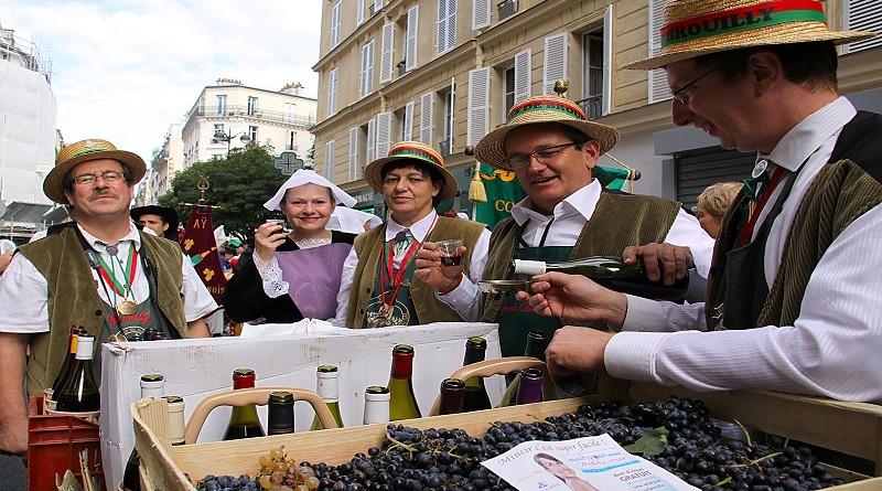 Милиони туристи од целиот свет и годинава и се препуштија на магијата на Клос Монмартр