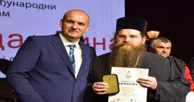 Negotin-Vladimir-Velickovic-pred.opstine-i-Kozma-iguman-manastira-Bukovo-foto-SMJSmanjena-e1557867021996-680x675
