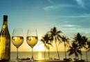Заштитете ја кожата од сонцето со чаша вино