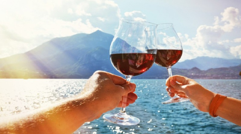 Drinking-Red-Wine-in-the-Summer-vino-rosso-destate-640x418