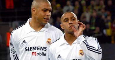 PA PHOTOS / DPA - UK USE ONLY : Madrid's players (from L) Brasilian striker Ronaldo Luiz, Brasilian defender Roberto Carlos and French midfielder Zinedine Zidane stand next to each other during the UEFA Champions League soccer game Real Madrid against Borussia Dortmund at the Westphalia stadium in Dortmund, Germany, 25 February 2003. The game ended in a 1-1 tie.