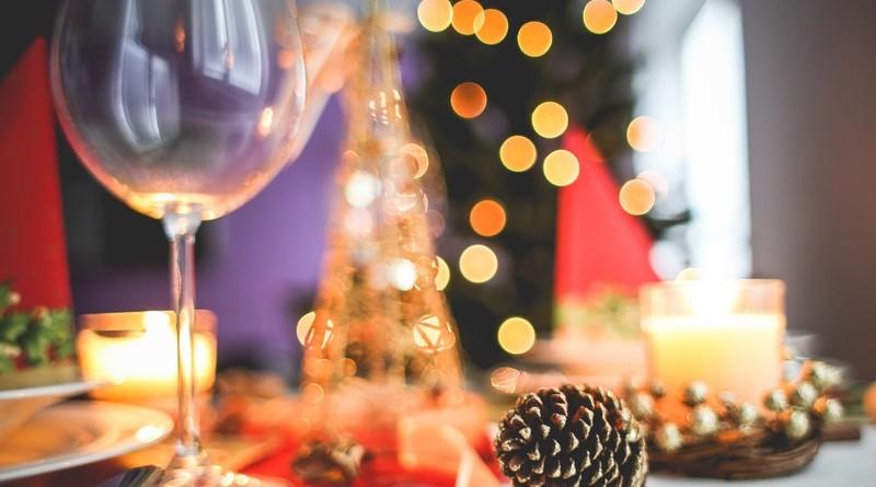 brown-acorn-near-clear-long-stem-wine-glass-225224