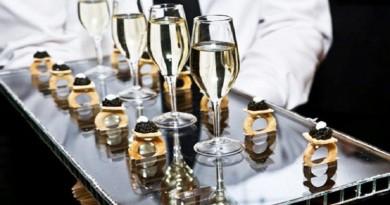 Кавијар, шампањ и секс