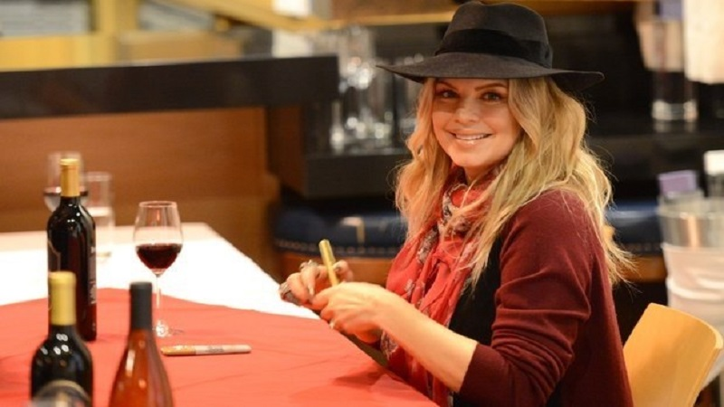 photos-fergie-wants-you-to-taste-her-wine-holds--2