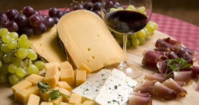 cheese_bacon_grapes_wine_1920x1080_64373