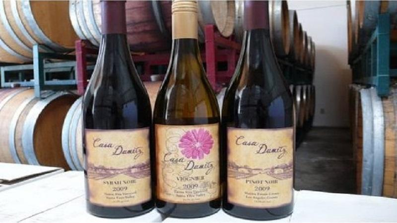 emilio-sonja-with-wines-480x636