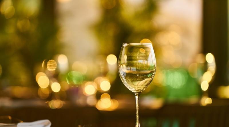 wine-glass-2992311